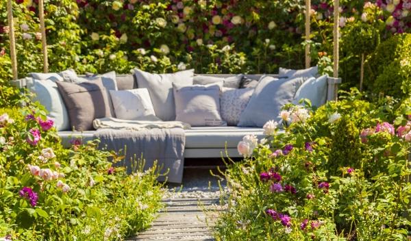 Und Die Gartenbesitzer Können Ihr Leben Im Garten Gestalten U2013 In  Durchdachten Gartenräumen Mit Sitzplätzen Und Ruhezonen, Auf Einer  Pflegeleichten Terrasse ...